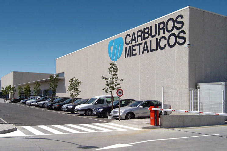 Liquated gas packing plant consisting of gas-packing building, warehouse, social building and offices for Carburos Metálicos, Air Products Group, in Sant Esteve Sesrovires, Barcelona
