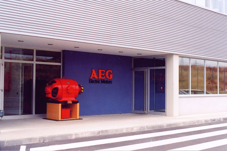 Electric motor factory with social building, offices, canteen and mechanical equipment room for AEG in Terrassa, Barcelona